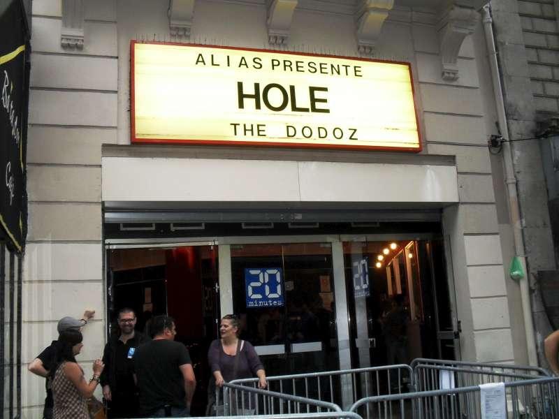 Hole1-800